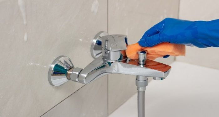 How to remove a shower head without a wrench